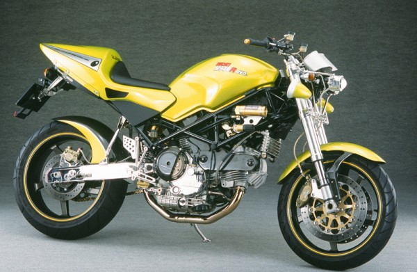 DUCATI M900S